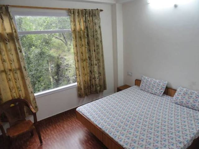 Aamantran Stays- Family Apartment away from city - Shoghi - Apartment