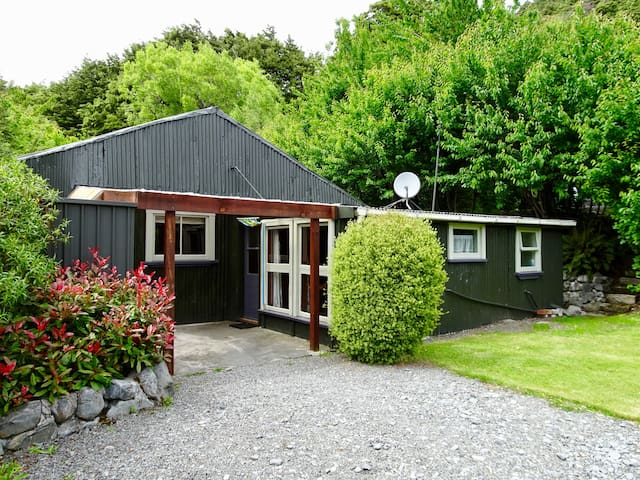 The Dew Drop Inn at Bealey (cleaning fee incl)