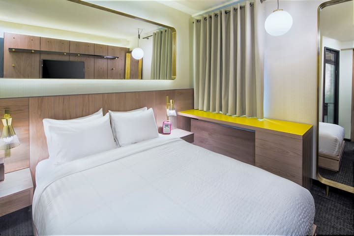 Hotel Shocard, Standard One Queen Size Bed