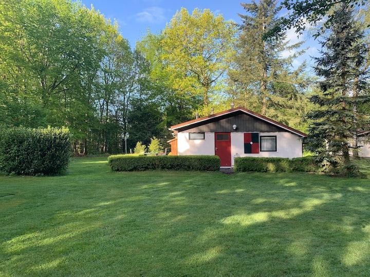 Heerlijke privé bungalow in Exloo met grote tuin