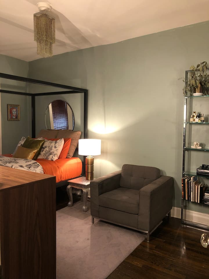Fully furnished and comfortable 1 bedroom.