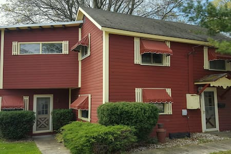 Charming 2 Bedroom Home, Close to Everything! - Charlevoix - Casa