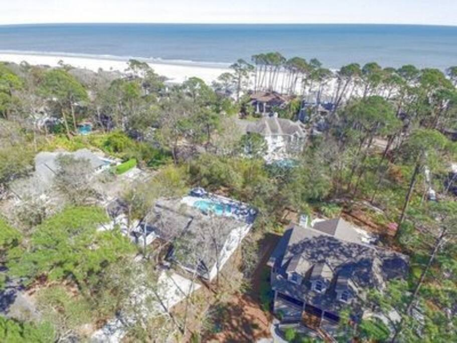 Perfect location! Close to the Beach (150yd)! No streets to cross!!! Walking path to beach!!!