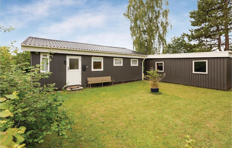 Holiday cottage with 2 bedrooms on 64m² in Eskebjerg