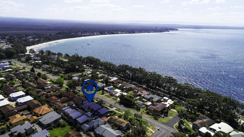 A Tropical Oasis with Views Over Jervis Bay, 100m to Orion Beach!