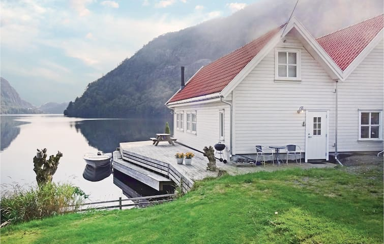 Holiday cottage with 3 bedrooms on 140 m² in Flekkefjord