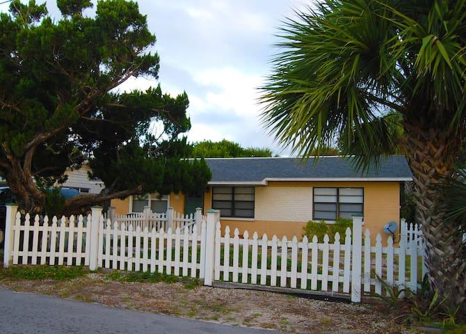 New Smyrna Beach Cottage - New Smyrna Beach - Dom