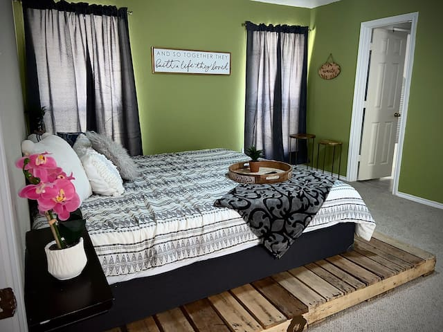 Comfortable Room in nice house! MUST SEE.