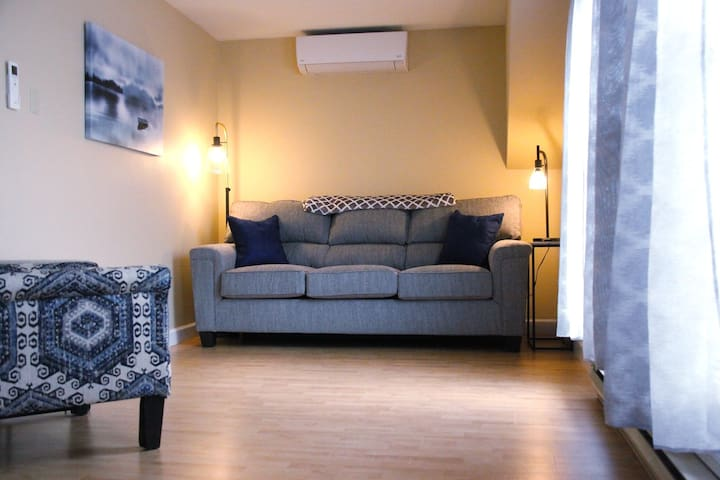 Lincoln Loft - Wifi, Cable, Air Conditioned