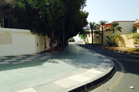 Beach front appartment with garden - Dubai
