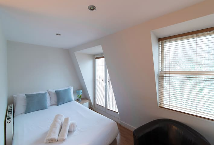 Studio Apartment, (in West Kensington Aparthotel)