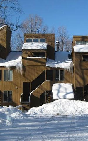 Sun Filled Condo With Views of Sugarbush North - Waitsfield