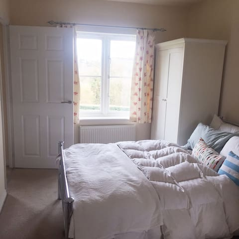 Spacious double room - Lightmoor - Daire