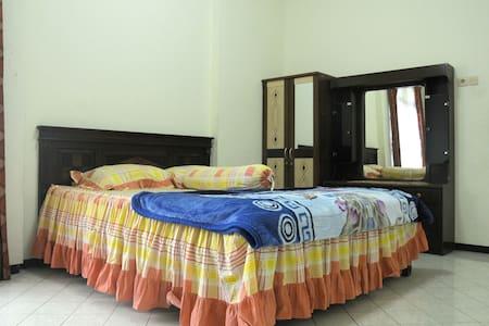 Kamar Risda C - Kulon Progo Regency - House