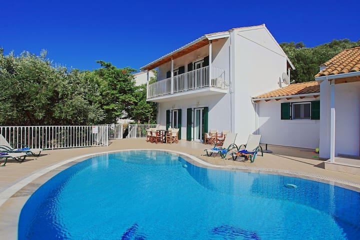 Villa Oneiro: Stunning views, private pool, A/C