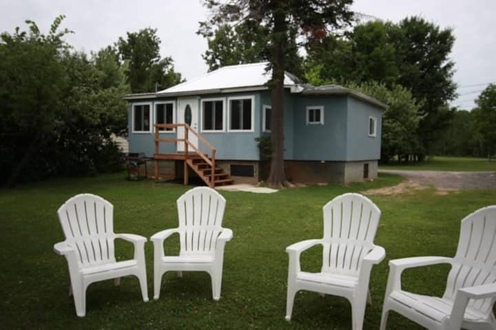 Upper Rideau Lake 3 bdrm, 1 bath,  Entire Cottage