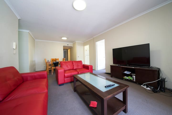 FLAT SHARE WITH GREAT FACILITIES AND SPACIOUS ROOM
