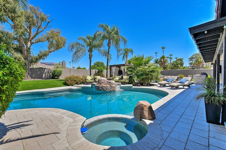 Contemporary Oasis w/ Outdoor Bar & Pool Table!
