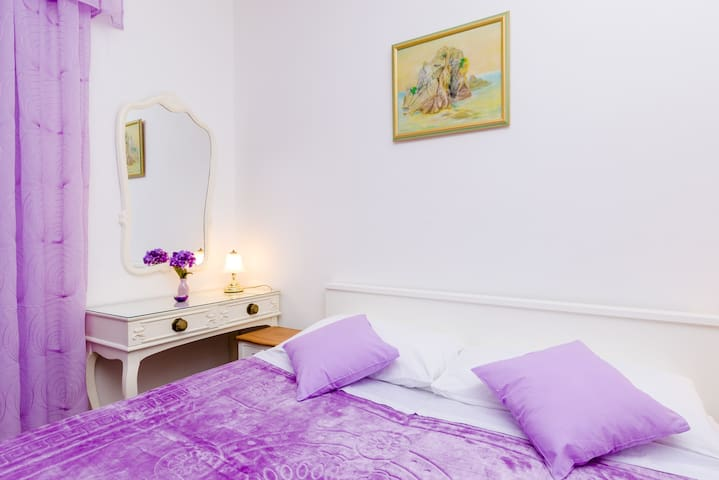 Nina - Double Room with Shared Terrace