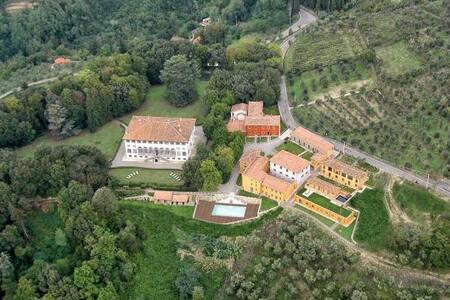 La Dolce Vita - 2 BR Unit-LUCCA - Great Views - Matraia - Villa