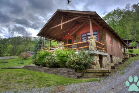 Nestled amongst Three Bear Holler; awesome views, privacy-Asheville, Waynesville - Clyde - Ház