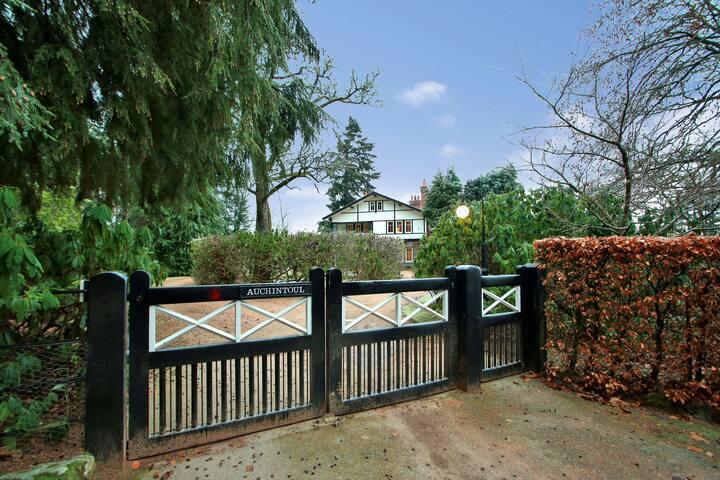 Deeside escape - large garden & river views