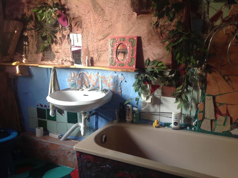 Jungle bathroom (shared with Ingo and Renee)