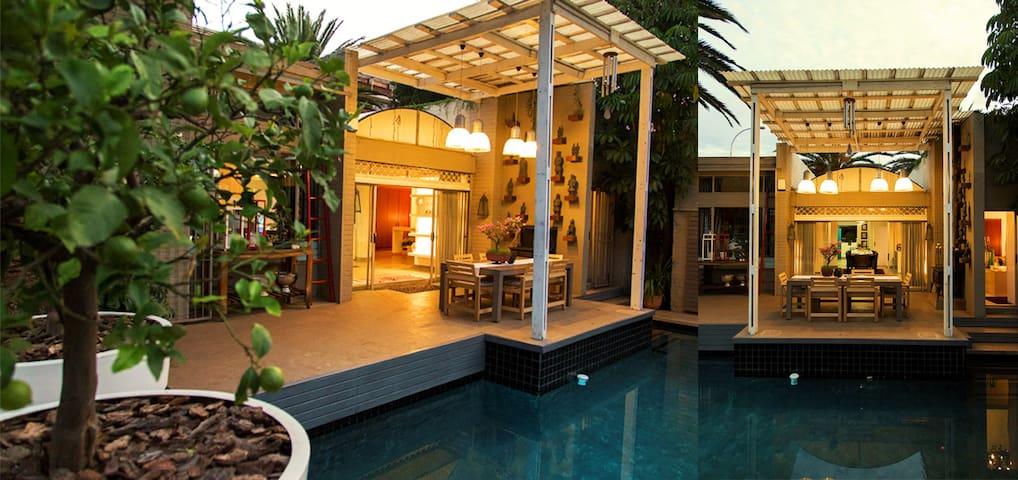 ACACIA HOUSE - UPPER HOUGHTON - Johannesburg