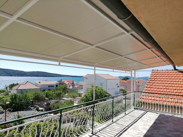 Apartment Supe for 6, next to the sea, big terrace