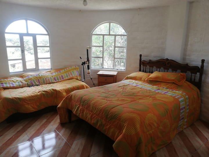 Habitación en casa a 15min del aeropuerto de Quito