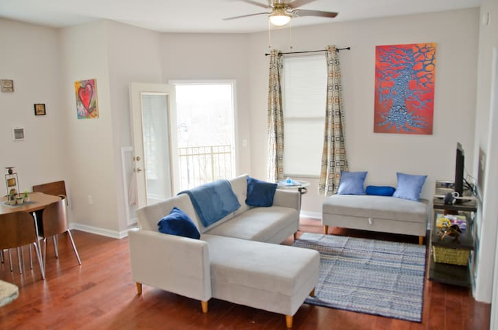 Downtown 2Bed/2Bath-Free Parking & On Marta Stop