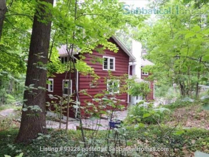 Forest House Near Hiking, Wineries, Colleges