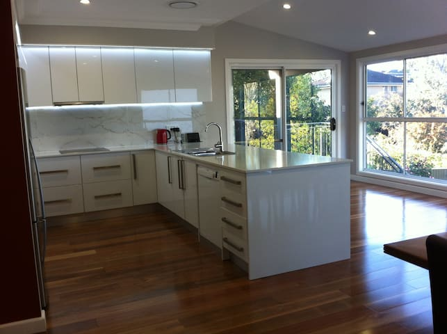 Sydney 4 Brm House. Nr Parramatta - Carlingford - Casa