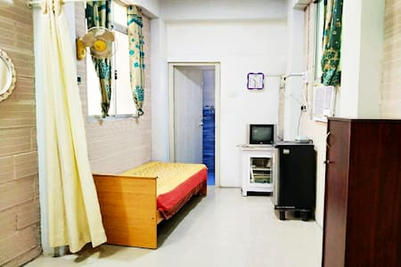 Seperate entrance AC room/Anna nagar/Low Priced
