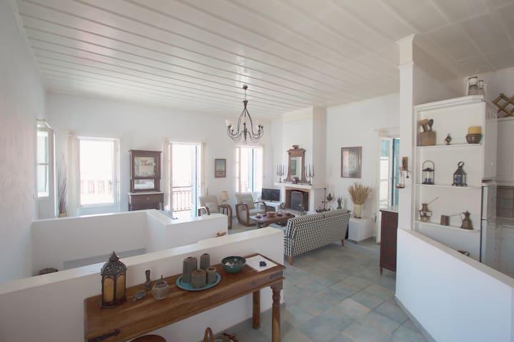 Traditional townhouse in Koroni - Koroni - Hus