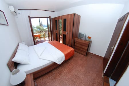 Double room at Elena Guest House - Pržno