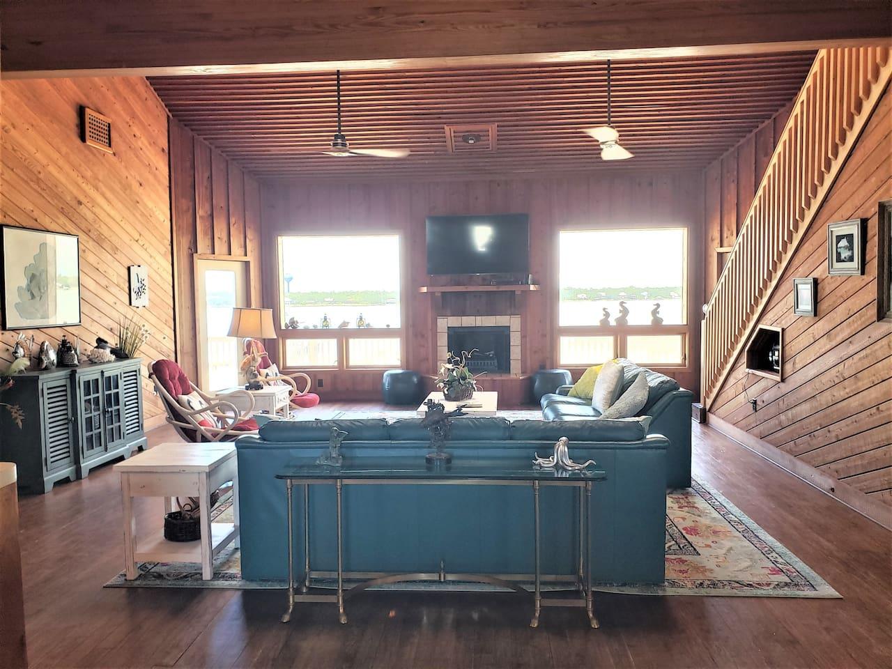 Flooring,Hardwood,Indoors,Room,Living Room