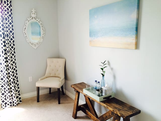#2 Sunny Guest Room in The County
