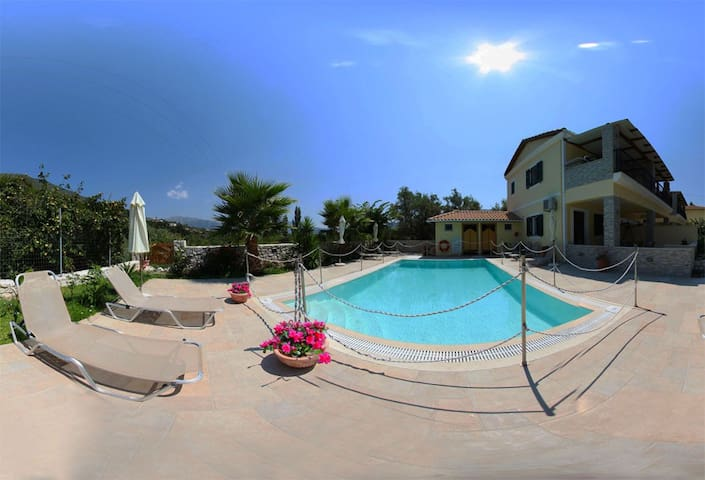 Maisonette 2 min from beach with shared pool - Lefkada - Dom