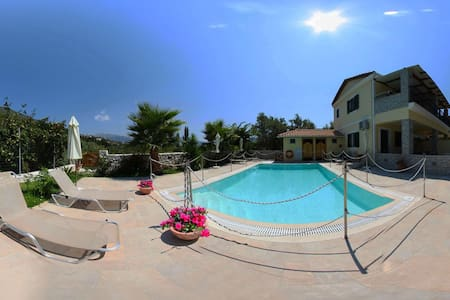 Maisonette 2 min from beach with shared pool - Lefkada