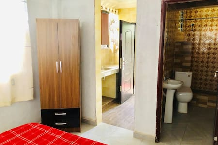 Nalux Kumasi⭐️Personal Suite⭐️Business/Couples+WIFI👌🏽