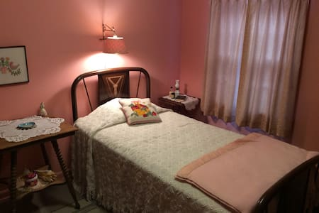 U.P. Nestalgia -P - Munising - Bed & Breakfast