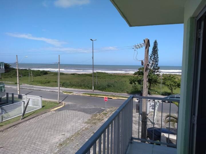 apartamento com vista da sacada pro mar com 24 m²
