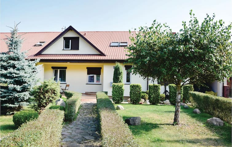 Semi-Detached with 5 bedrooms on 200m² in Nowe Warpno