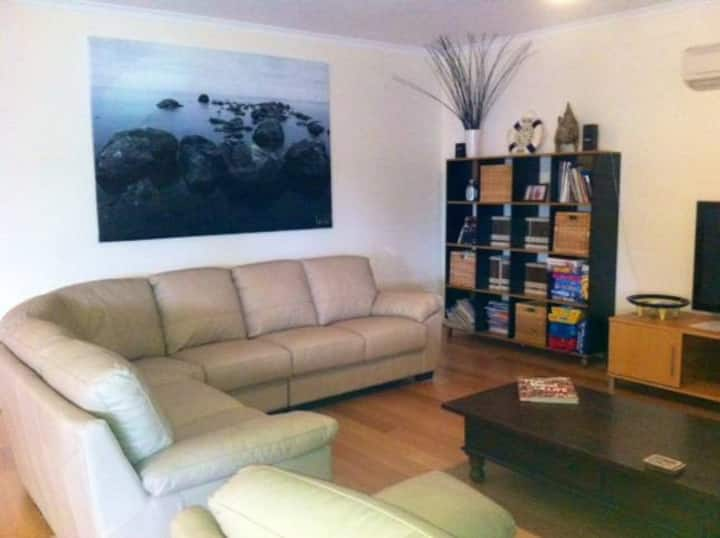 Free WIFI **200m to beach**RC A/C in all rooms