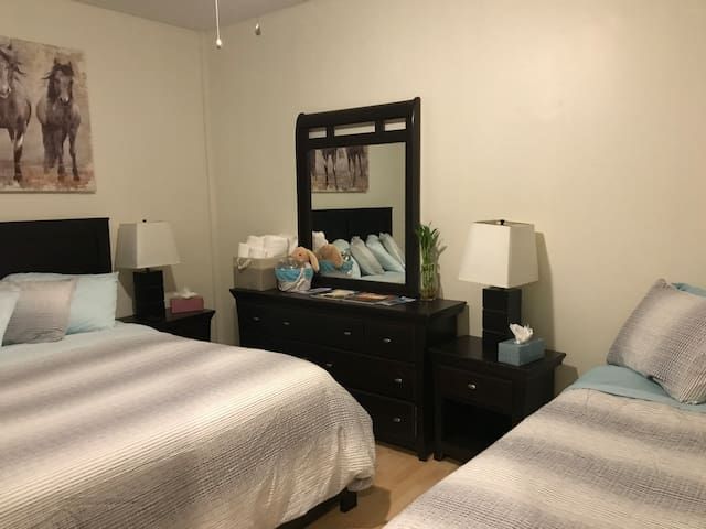 COZY BEDROOM! CLOSE TO THE AIRPORT & STRIP!