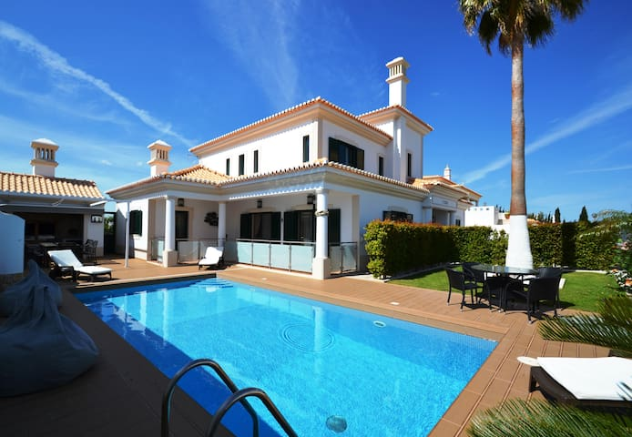 Amazing 4 Bed Villa with Heated Pool - Albufeira