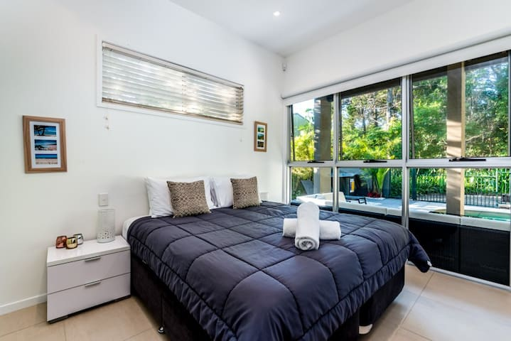 Fourth bedroom, Downstairs, King Size Bed with Pool views