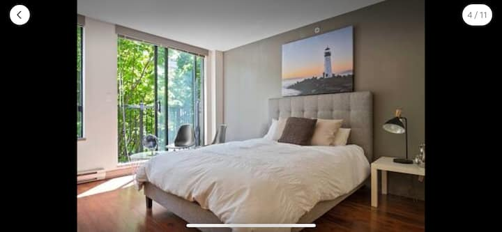 Tranquil Suite in the Heart of Yaletown