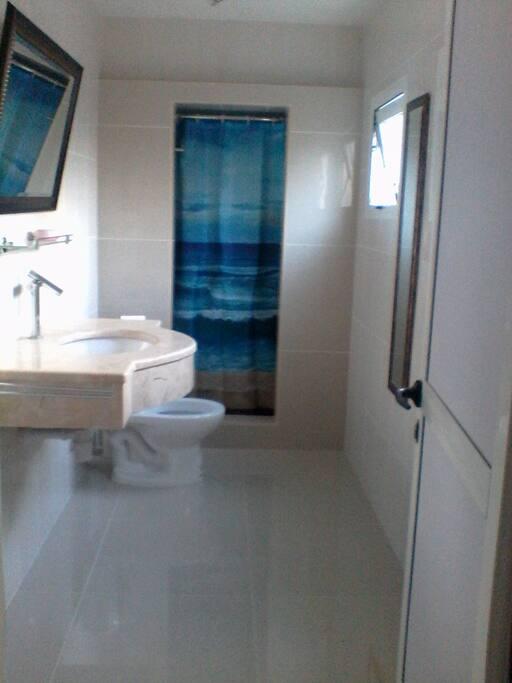 Baño privado para las 2 habitaciones